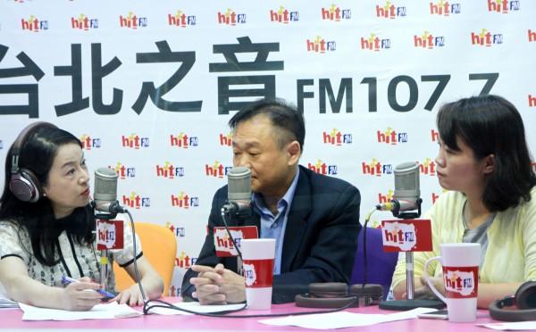 民進黨北市議員王世堅、簡舒培今接受廣播節目專訪,談論台大濺血事件。(Hit Fm《蔻蔻早餐》製作單位提供)
