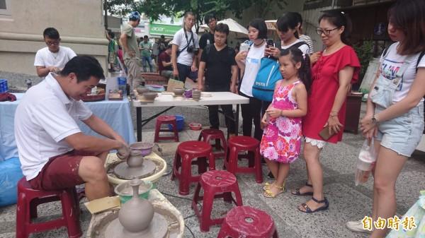 海西瓜市集聚集南市多個商區17個攤位。(記者劉婉君攝)