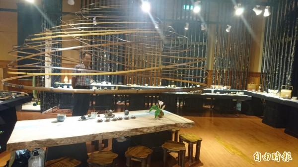 台灣設計展「工藝館」藉由展出的作品,找回人與工藝的連結。(記者劉婉君攝)