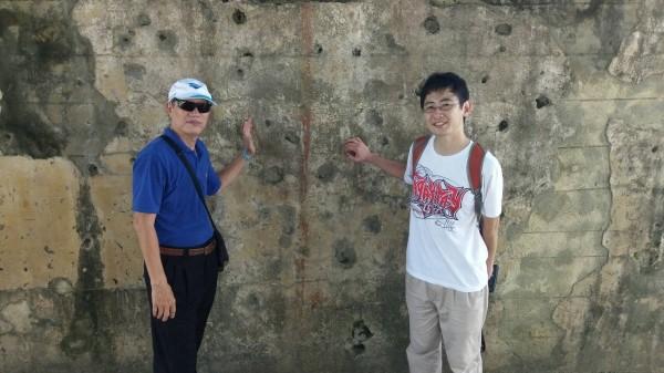 念吉成(左)上月才帶日本音樂博士井上裕太(右)到訪解說。(記者蔡宗憲翻攝)