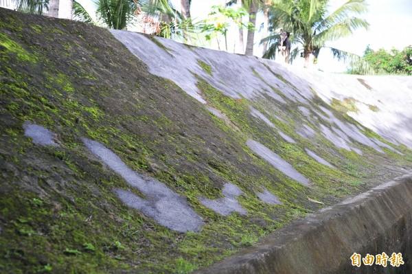 彈孔及部分城牆殘跡遭補平。(記者蔡宗憲攝)
