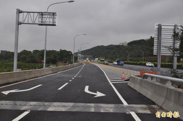 國道一號五楊高架道路校前路「北入、南出」交流道,都限行高架道路的車輛。(記者周敏鴻攝)