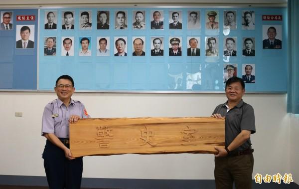 麻豆分局從1951年至今有27位歷任分局長,都會在分局警史室展出,牌匾也做好了,等24日揭幕。(記者楊金城攝)