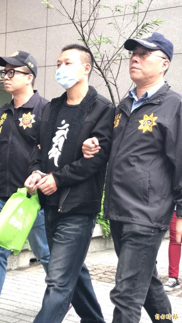 統促黨狄青黨部主委孔慶駿被送辦。(記者邱俊福攝)