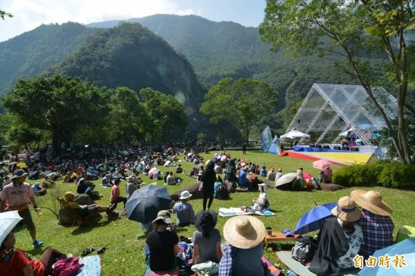 太魯閣峽谷音樂節今在太魯閣台地磅礡登場,今年舞台設計以「山」為主題,更具視覺穿透力。(記者王峻祺攝)