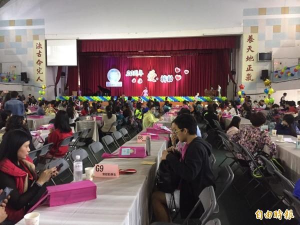 台北市教育局認助清寒學生基金會今天舉辦創立20週年慶,邀請所有認助人、受認助人大團圓,合計近600人參與,場面溫馨。(記者周彥妤攝)
