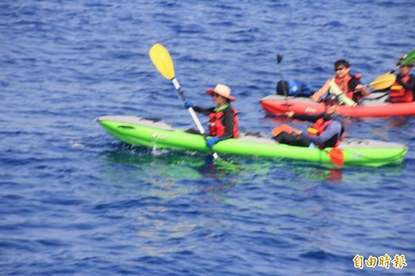 10勇士操槳划過台灣海峽到小琉球。(記者陳彥廷攝)
