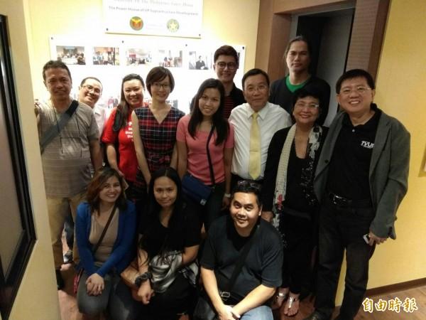 國立菲律賓大學空中大學團員參訪設在康橋連鎖旅館的「國立菲律賓大學康橋招待所」。(記者洪定宏攝)