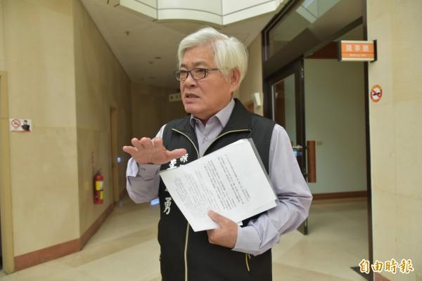 雲林縣長李進勇認為國土規劃將雲林2/3農地納入第一類農地,讓雲林無翻身機會。(記者林國賢攝)