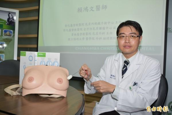 彰基乳房中心副主任賴鴻文利用冷凍結成的「冰球」包覆腫瘤,以低溫凍死癌細胞,達成有效局部控制腫瘤的效果。(記者湯世名攝)