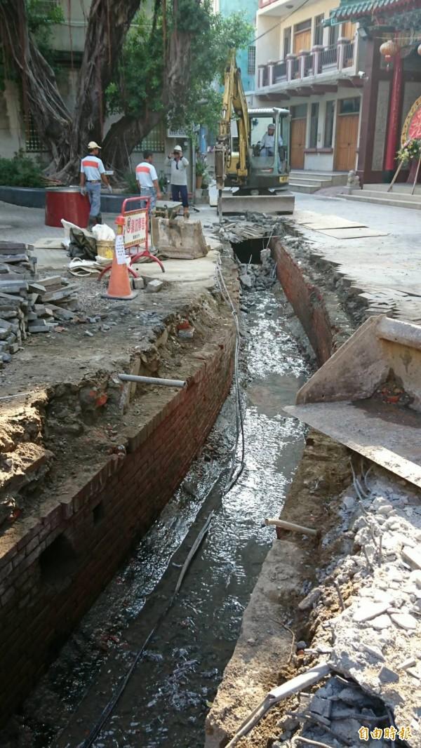 台南市枋溪河道因工程重見天日。(記者劉婉君攝)