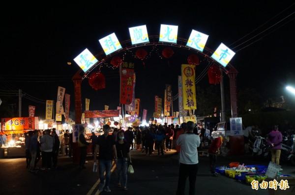 雲科觀光夜市開市,吸引滿滿人潮。(記者詹士弘攝)