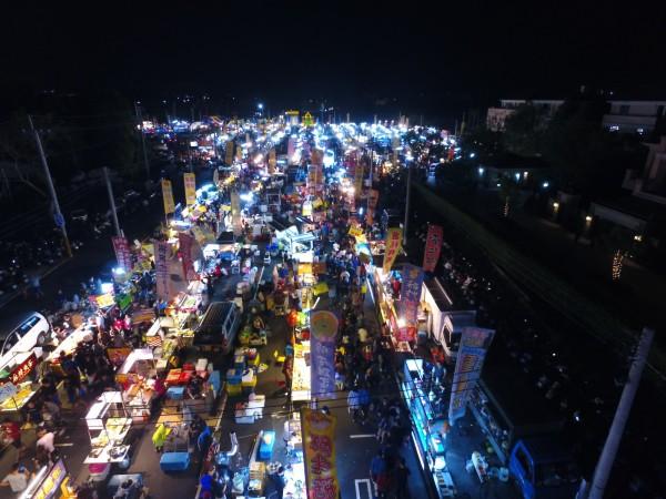 雲科夜市試營運,吸引近500攤商進駐。(圖由雲科夜市提供)