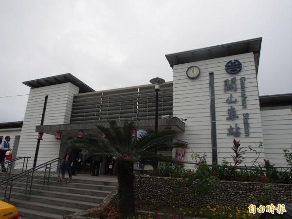 目前的關山車站,就在關山舊站旁。(記者王秀亭攝)