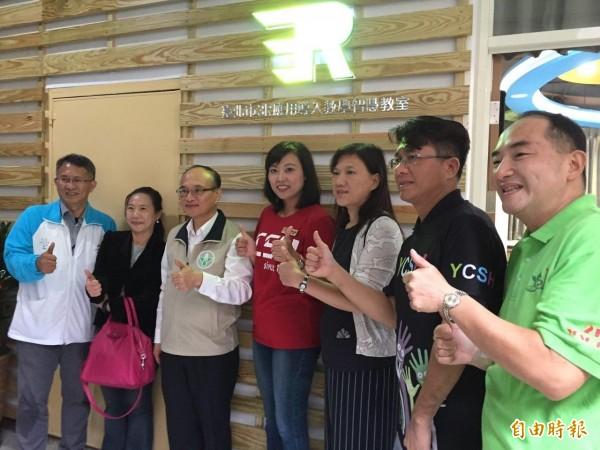 為打造數位學習環境,台北市教育局設立全國首間「3R科技應用教學導入」智慧教室,今於北市永春高中舉行開幕揭牌儀式。(記者周彥妤攝)