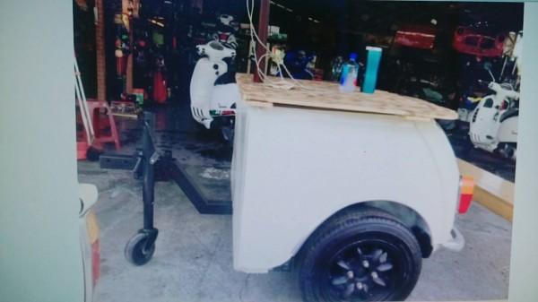 報廢mini名車改裝的餐車。(記者方志賢翻攝)
