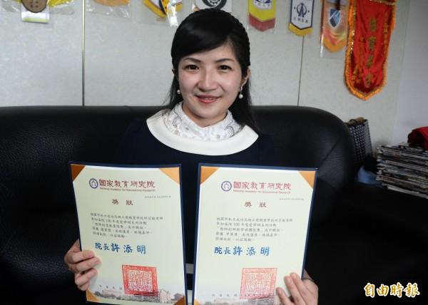 邱芳榆獲得「教師創新教學媒體」高中組第2名、「教師創意教案」高中組第3名。(記者鄭淑婷攝)