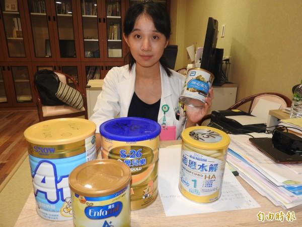 小兒科醫師徐美欣建議媽媽,若無法哺育嬰兒母奶時,還是要餵食專屬嬰幼兒的配方奶。(記者方志賢攝)