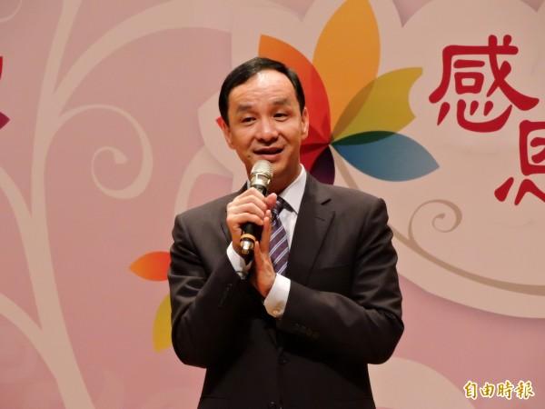 台北市長柯文哲指發放敬老金是政策買票,對此,新北市長朱立倫表示,對長者的尊敬是美德,如果這樣就是買票,那全台灣各縣市都在買票。(記者賴筱桐攝)