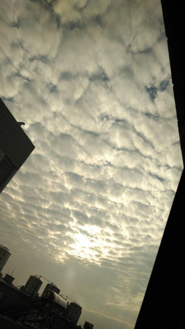 地震 鱗 雲