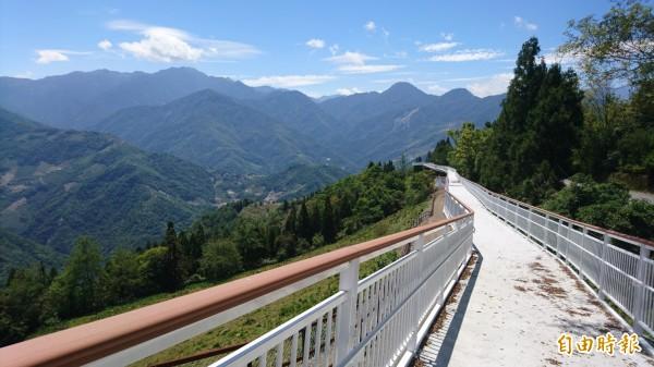 清境高空觀景步道,南投縣議員林永鴻要求縣府停止收費。(記者張協昇攝)