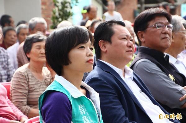嘉義縣副議長陳怡岳(中)、縣議員林緗亭(左)及朴子市民代表會主席黃基全(右)等到場支持翁章梁。(記者林宜樟攝)