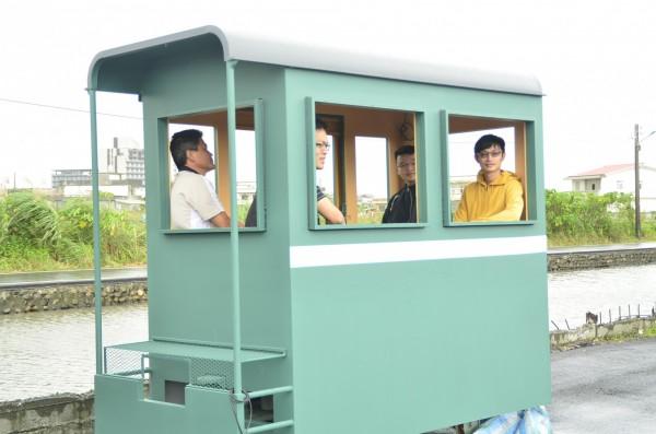 三星鄉公所打造的「復刻版」羅東林鐵客車車廂。(記者張議晨翻攝)
