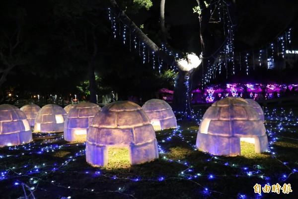 屏東公園內出現「冰屋村」景象。(記者邱芷柔攝)
