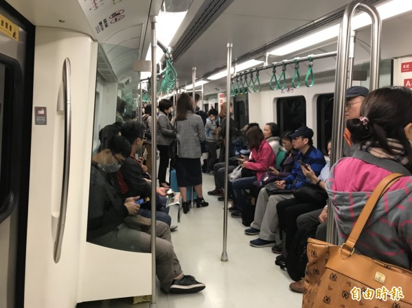 高捷今天上下班運量比上週五同時段增加。(記者王榮祥攝)