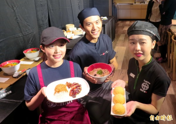 三家米其林一星餐廳各端出自家招牌商品。(記者張菁雅攝)