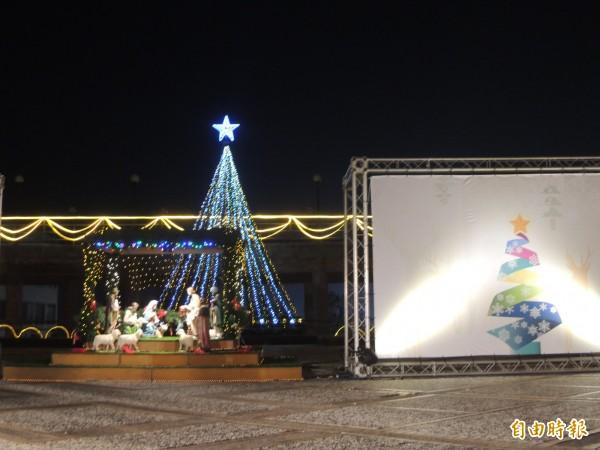 靜宜大學舉行「宜遷沙鹿30情耶誕點燈暨感恩晚會」,點亮耶誕樹。(記者張軒哲攝)