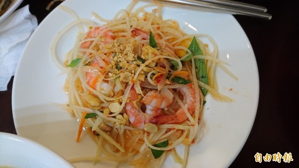 涼拌木瓜鮮蝦。(記者洪瑞琴攝)