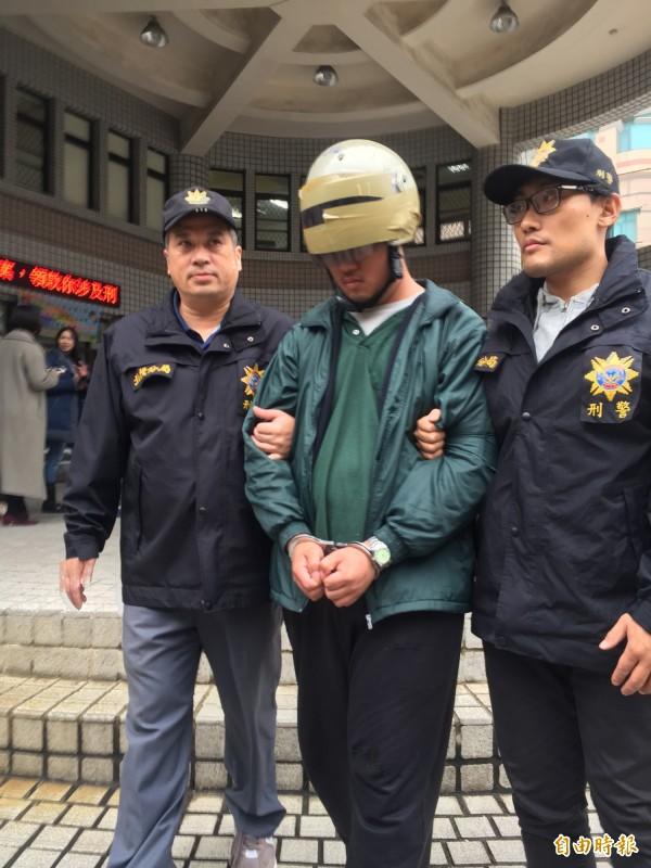 北市中央北路一段巷弄內,今天凌晨再度遭人縱火,警方在10分鐘內逮回22歳陳姓無業男。(記者陳恩惠攝)