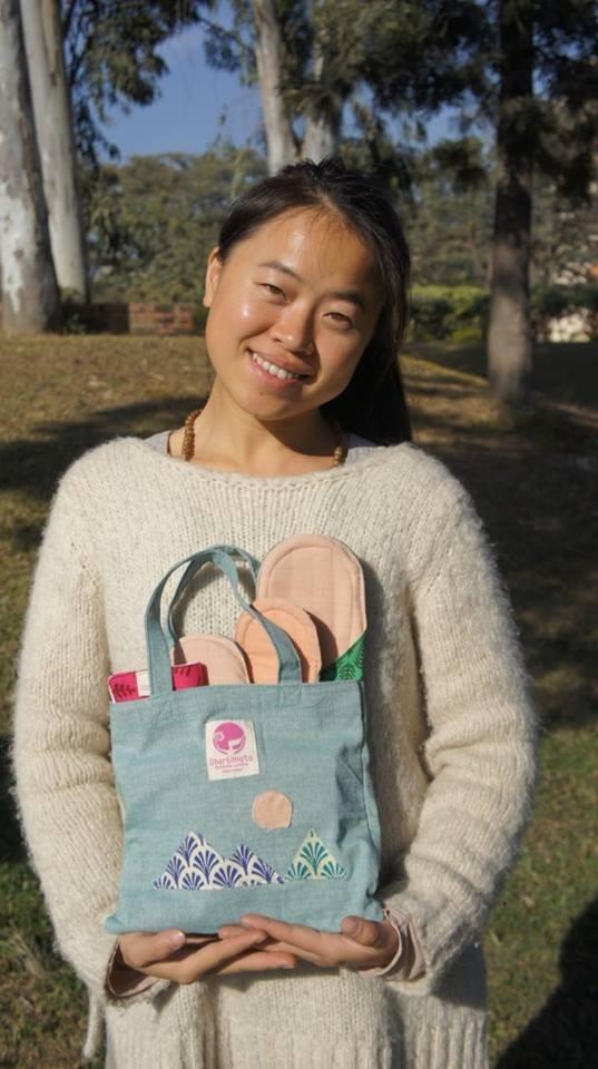 林念慈在尼泊爾推廣婦女衛生教育、創辦「棉樂悅事」(Dharti Mata Sustainable Workshop),為當地女性設計可重複使用布衛生棉,被英國廣播公司(BBC)評為「年度全球百大女性」。(林念慈提供)