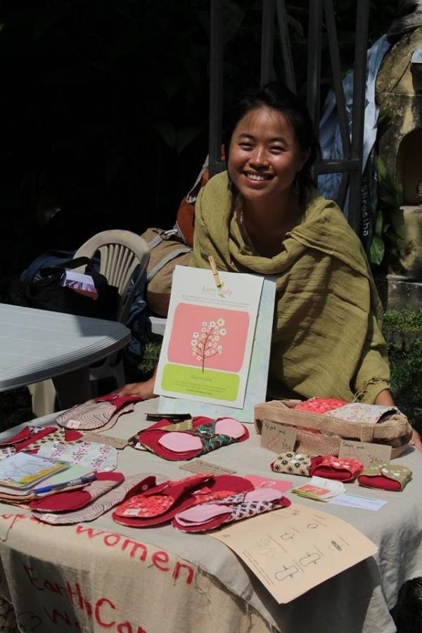 林念慈在尼泊爾推廣婦女衛生教育、創辦「棉樂悅事」(Dharti Mata Sustainable Workshop),為當地女性設計可重複使用布衛生棉。(林念慈提供)