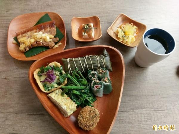 信義鄉布農風味餐「慢午廚房」,將野菜加入玉子燒、可樂餅、越南春捲、焗烤塔中,味道令人相當驚豔。(記者劉濱銓攝)
