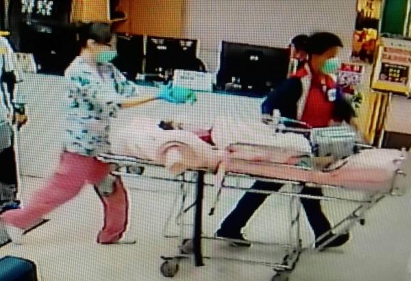 楊小弟弟送往彰基兒童醫院急救。(記者湯世名翻攝)