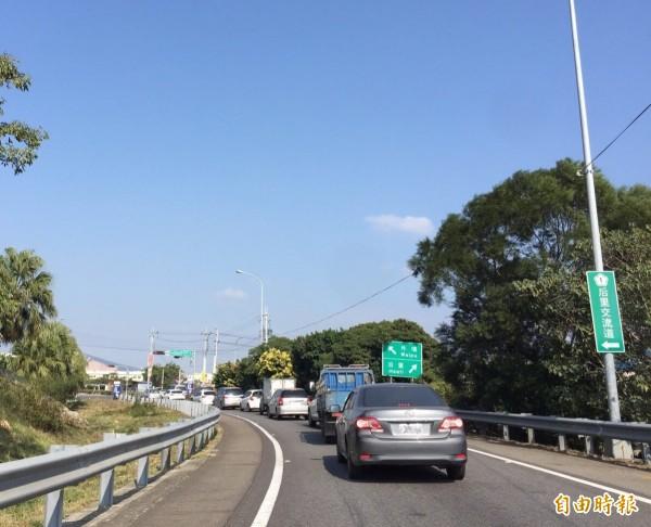 中山高后里交流道后里出口匝道,常出現交通壅塞情況。(記者張軒哲攝)