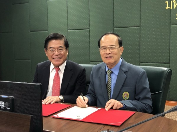 簽約儀式今天舉行,由屏東大學校長古源光(左)代表簽署。(圖由屏東大學提供)