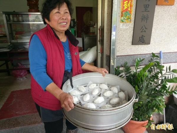 眷村裡意外留下台灣古早味菜粿。(記者黃文瑜攝)