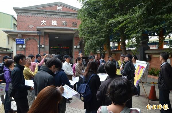 交通部高鐵局等相關單位進行台南捷運藍線第一期可行性研究現勘。(記者劉婉君攝)