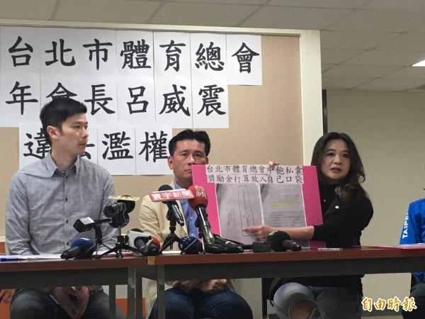 已故市議員李新,公文中被辱罵「短命」,兒子李柏毅將提告。(記者蕭婷方攝)