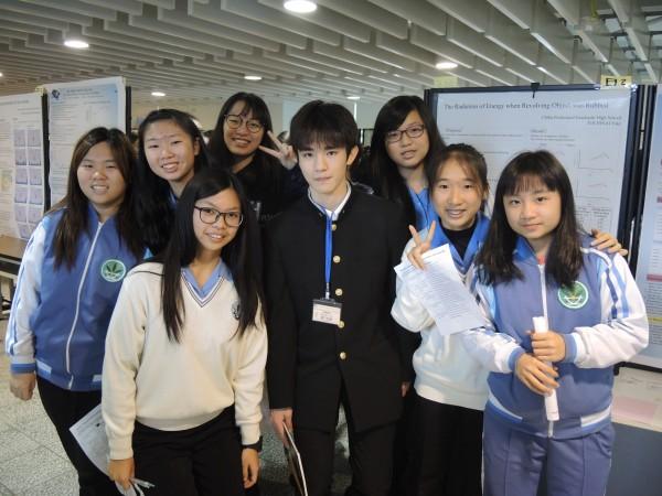 國立蘭陽女中今天與來台交流的日本「超級科學高中」船橋高校進行全英文科學交流。(蘭陽女中提供)