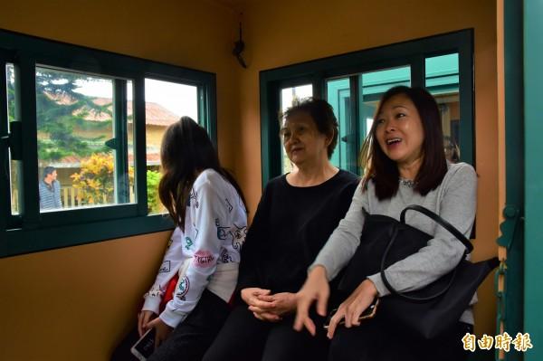 宜蘭縣三星鄉公所打造的復刻版林鐵小火車,今重回天送埤車站載客。(記者張議晨攝)