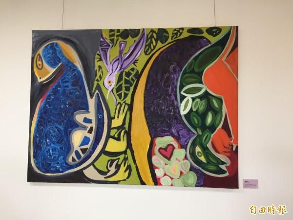 土城小作所內,在牆上掛著唐氏症學童的畫作,透過習畫反映出內心情境。(記者邱書昱攝)