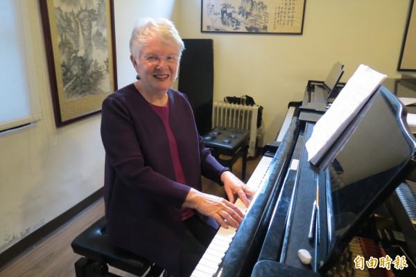 來台逾半世紀,羅芳華美奉獻音樂教育,80大壽生日願望還是保留給最愛的學生。(記者蘇孟娟攝)