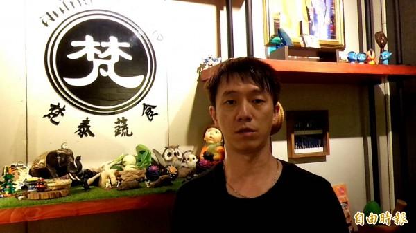 曾在泰國當短期和尚的張世杰,發現在台灣很難找到全素的泰式料理,給了正想創業的他一個動機。(記者廖雪茹攝)