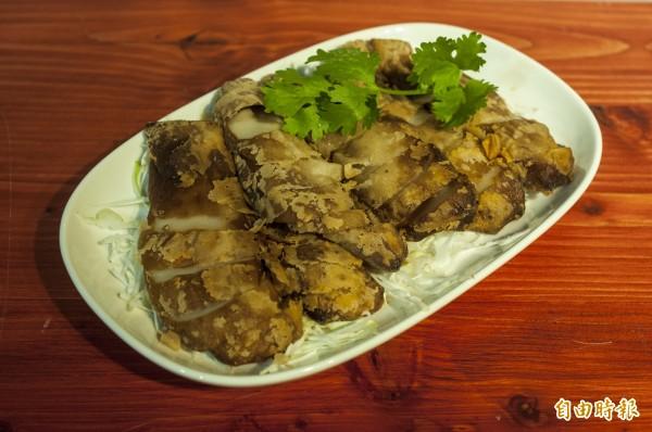 椒麻基是以有機杏飽菇醃製後油炸。(記者廖雪茹攝)