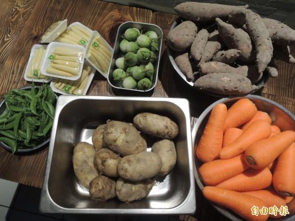 「梵泰蔬食」主推咖哩,主食採用新鮮、非冷凍的紅蘿蔔、馬鈴薯、地瓜、豌豆、玉米筍、以及口感有點像芭樂的泰國茄子等食材。(記者廖雪茹攝)