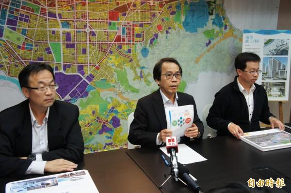 台北市副市長林欽榮(圖中)今天主持招商記者會,說明南港區未來發展藍圖。(記者黃建豪攝)